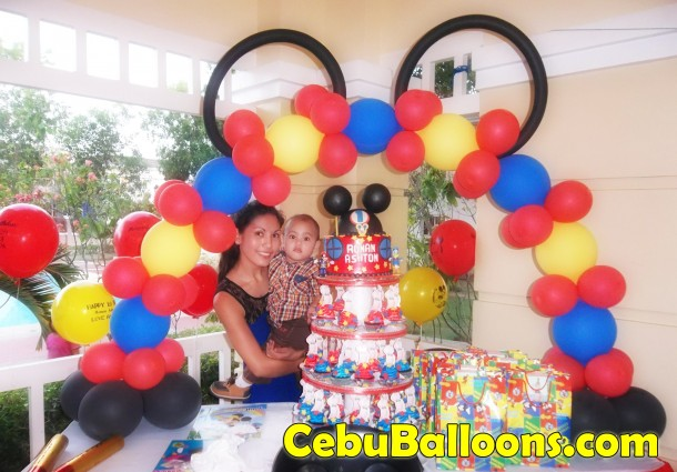 Cake Arch (Mickey Mouse)
