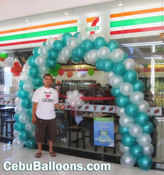 7ft Balloon Arch at Seven Eleven
