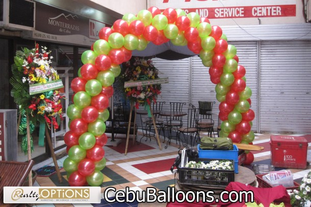 Basic Balloon Arch at Realty Options
