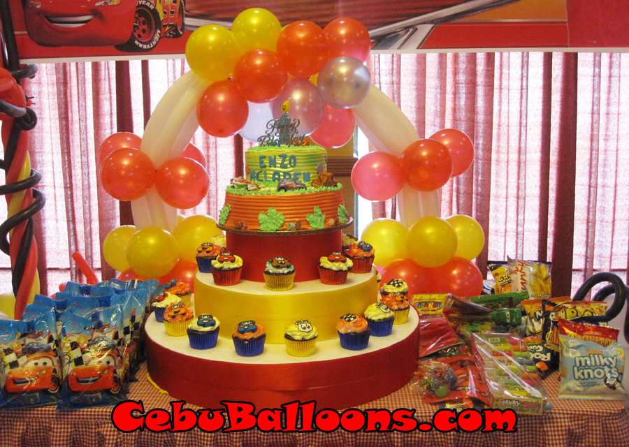 Lightning mcqueen and enzo 39 s standee cebu balloons and for Balloon decoration cars theme