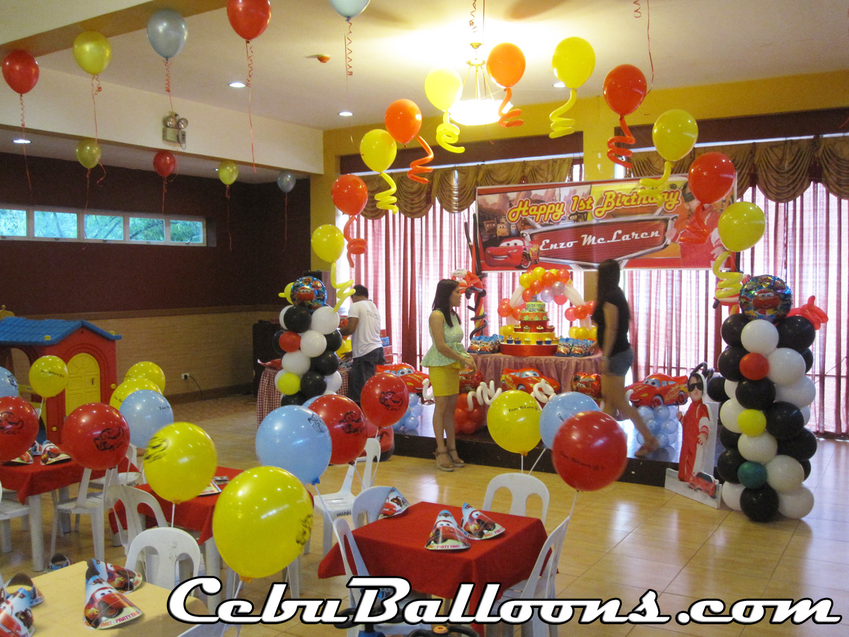 Cars lightning mcqueen balloon decoration setup at for Balloon decoration ideas for 1st birthday party