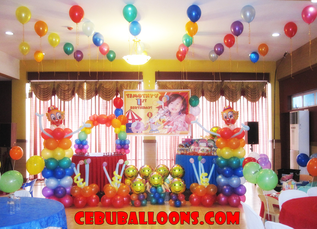 Circus Theme Balloon Decoration At Hannahs Party Place