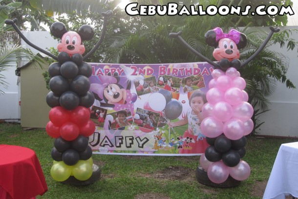 Mickey & Minnie Balloon Sculptures at Villa Esperanza
