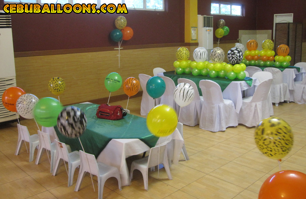 Safari theme centerpieces and stick balloons at hannah s