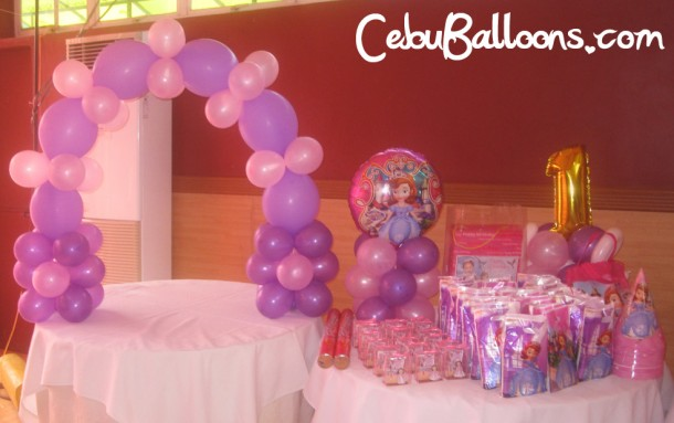 Cake and Giveaways Table (Sofia the First)