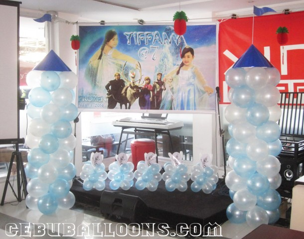 Frozen Theme Balloon Columns at Xing Cafe